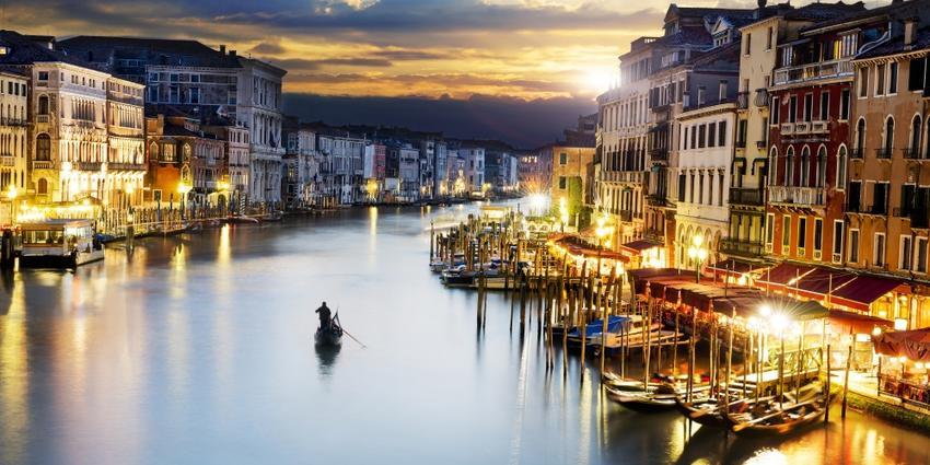 絵画風 壁紙ポスター (はがせるシール式) ヴェネツィアの夜景 水の都 運河 カナル・グランデ ゴンドラ ベニス ベネチア イタリア パノラマ キャラクロ VNEZ-009S1 (1152mm×576mm) 建築用壁紙+耐候性塗料 インテリア