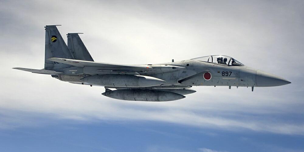 絵画風 壁紙ポスター (はがせるシール式) 航空自衛隊 戦闘機 F-15J イーグル JASDF 空自 自衛隊 F-15CDイーグル ミリタリー キャラクロ JASD-001S1 (1152mm×576mm) 建築用壁紙+耐候性塗料 インテリア