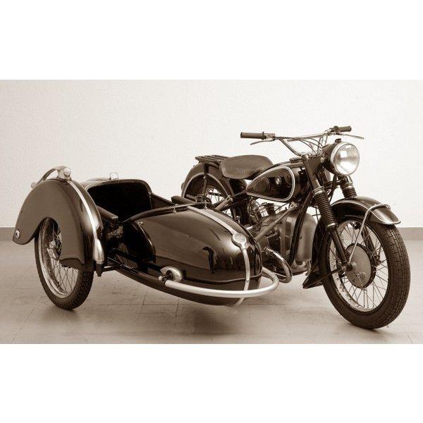絵画風 壁紙ポスター (はがせるシール式) BMW R51-3 サイドカー 1951-55年 ヴィンテージ バイク セピア キャラクロ BBMR-015W1 (ワイド版 921mm×576mm)
