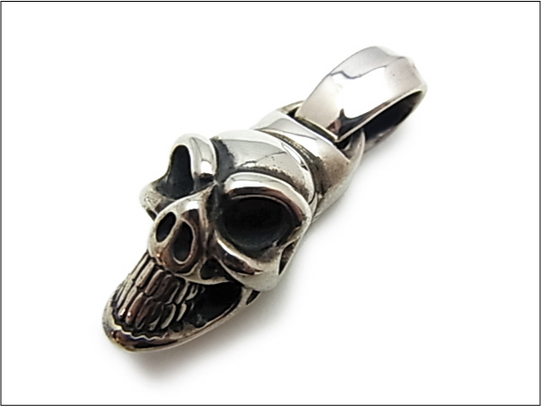 【B.W.L. ビルウォールレザー】ペンダント/PN852 Large Good Luck Skull Pendant