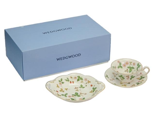 送料無料 未使用品 Wedgwood/ウェッジウッド ワイルドストロベリー ティーカップ&ソーサー(ピオニー)&ウインザートレイS 中古
