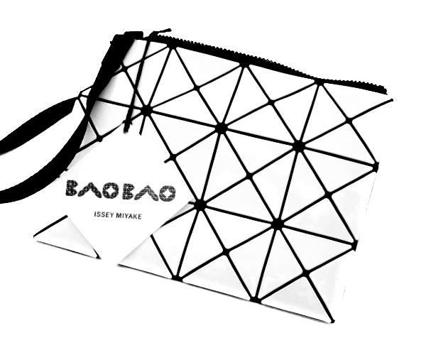 ISSEY MIYAKE 値引き BAOBAO 安全 白 黒 幾何学模様 バオバオ イッセイミヤケ 送料無料 ショルダーバッグ 中古 レディース