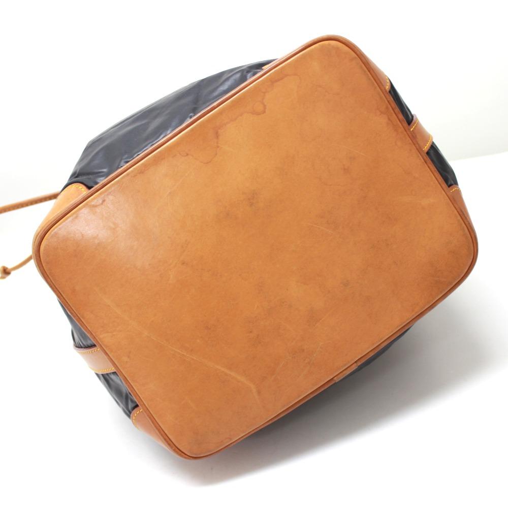 fd53a2dc3183 HUNTING WORLD hunting world DrawString Batu surpass shoulder bag Batu cloth    leather men s
