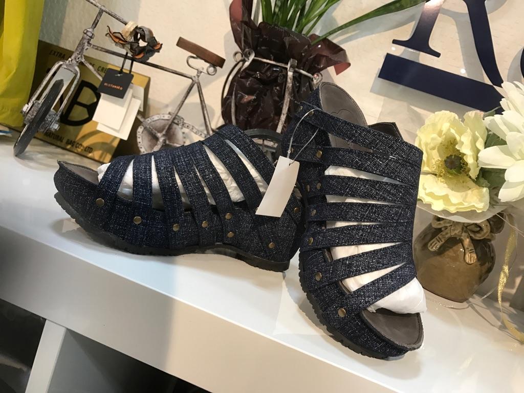 『サンダル』大人気靴(1万以上のお買い上げで送料無料)(ラッピング無料)ヒナデイグリーン Hina Day Green (ヒナ)