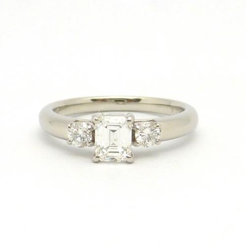 ダイヤモンド0.52ct×ダイヤモンド合計0.22ct×Pt900 ダイヤモンドプラチナリング
