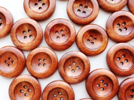 送料無料ウッドボタン 新作多数 50個パック ハンドメイド作品に個性派デザインボタン B21317 ゆうパケット送料無料 ウッドボタン50個入木製ボタン 4ツ穴クラフトボタンボタン業務パックまとめ買い ショッピング ブラウン サイズ25mm