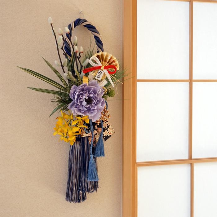 お正月飾り「ピオニーと猫柳のロープタッセル壁飾り(ブルー)」造花 壁飾り ドア飾り 紺 青 ■送料無料!※北海道・沖縄は550円かかります