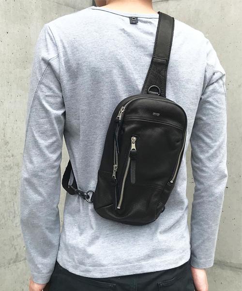 【DECADE(ディケイド)】【予約販売カラーにより納期異なる】Oiled Cow Leather Body Bag レザーボディバッグ(DCD-01075)