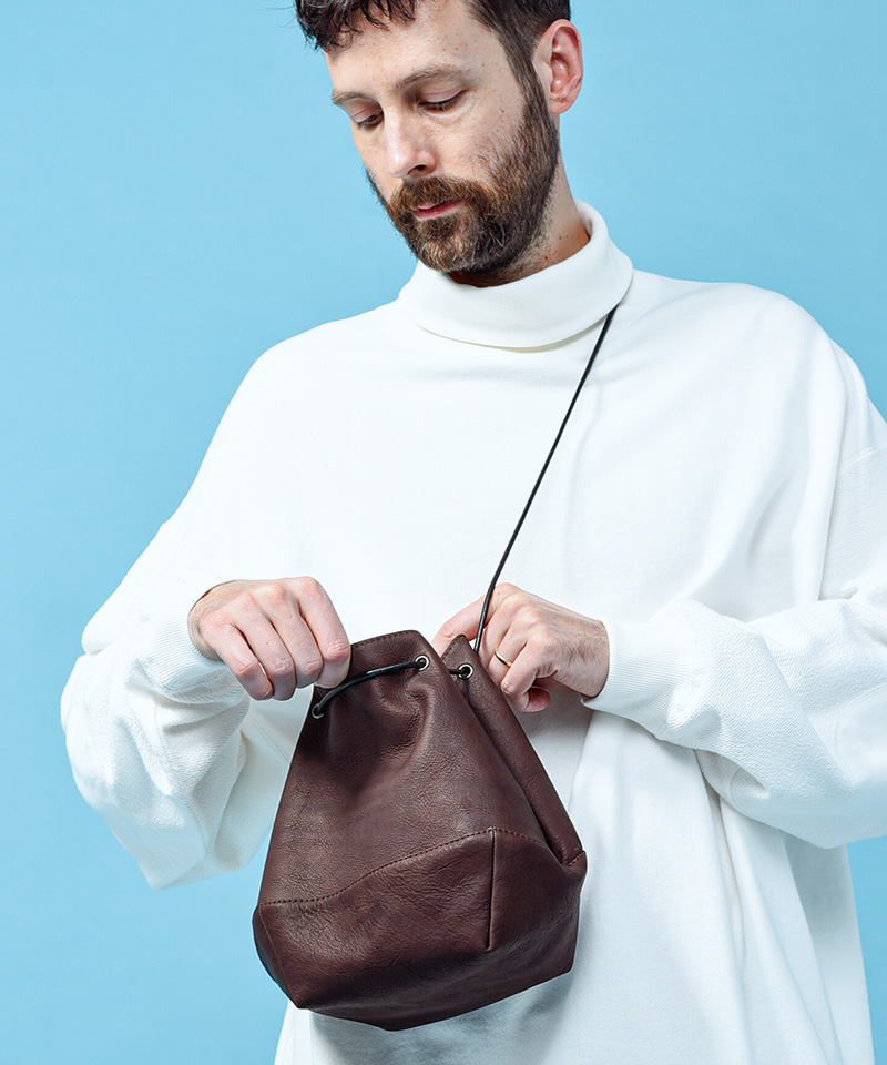 【MR.OLIVE E.O.I】【予約販売10月上旬~中旬入荷】WATER PROOF WASHABLE LEATHER -2WAY DRAWSTRING POUCH ポーチ(ME697)