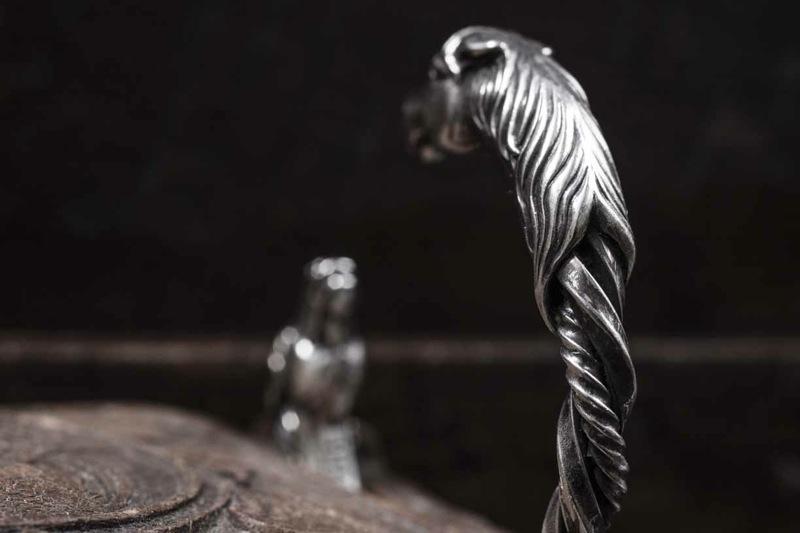 PEANUTS&CO.horse twist bangle(SILVER 925)花生公司软管扭摆手镯银子