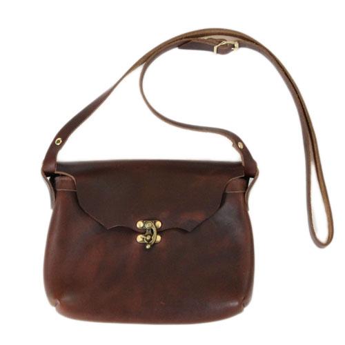 【 フェルナンドレザー ホリゾンタルラッチポーチ ブラウン 】 Fernand Leather Horizontal Latch Pouch Medium - Brown