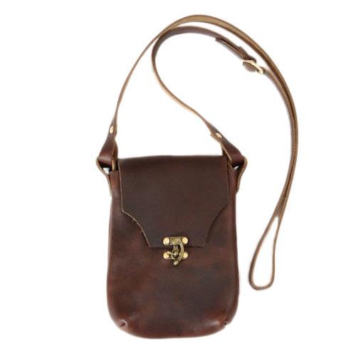 【 フェルナンドレザー ラッチポーチ ブラウン 】 Fernand Leather Latch Pouch Medium - Brown