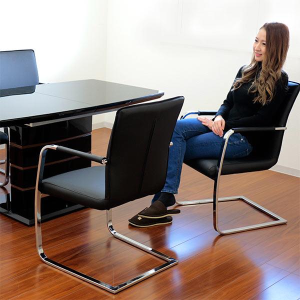 伸長式ダイニングテーブルセット 4人掛け 5点セット 140cm 180cm 伸長テーブル エクステンションテーブル 天板拡張 テーブル 伸縮 ダイニング5点セット ブラック色 椅子 4脚 カンティレバー カンチレバー 座り心地 硬め 肘付き椅子 光沢 ツヤ 強化ガラス 高級感
