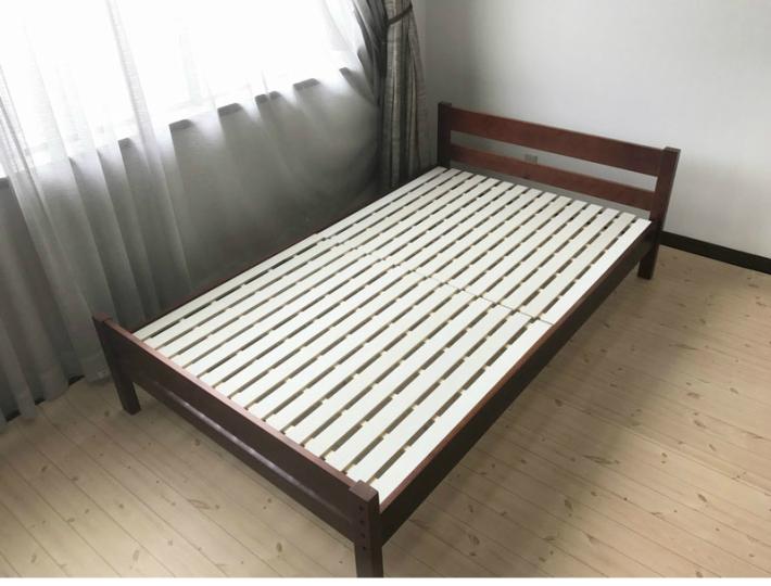 セミダブルベッド フレーム 木製 選べる3色 ホワイト ナチュラル ブラウン 北欧 床面3段階調整可能 ひとり暮らし ワンルーム 寝室 マットレス別売り フレームのみ すのこ 通気性 寝具 パイン材 送料無料