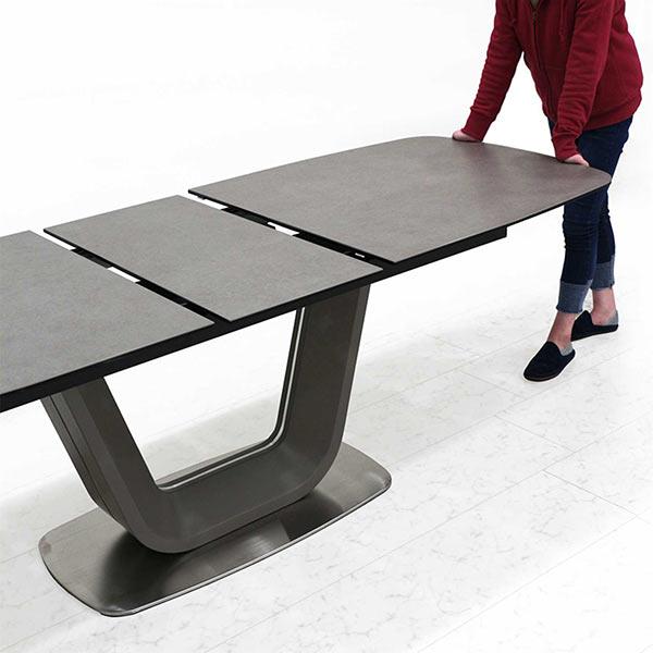 ダイニングテーブル セラミック 伸長式ダイニングテーブル 幅180 幅220 食卓テーブル 強化ガラス 北欧風 グレー色 ステンレス 個性的 高級感 拡張天板 センター伸長式 オートタイプ 新生活 U字型 耐熱 防水 ロック機能 送料無料