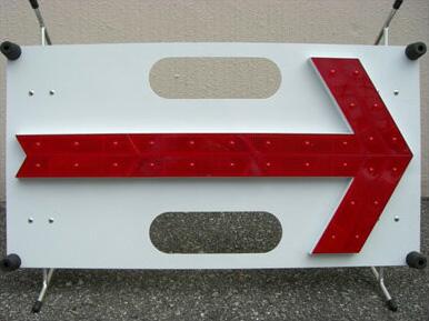 NYR-30(赤色LED・白パネル) 《三ツ星貿易》LED矢印板