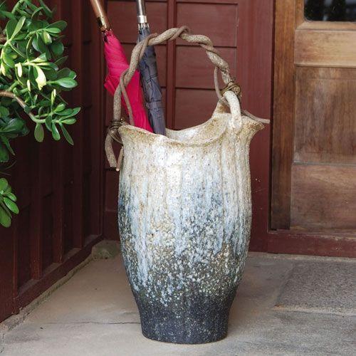 信楽焼きの「傘立て-白窯変つる付傘立」 伝統工芸品 しがらき 陶器 陶製 和風 玄関 レインラック アンブレラスタンド アンブレララック 産地直送 玄関収納 かさたて 傘たて アンティーク おしゃれ リフル