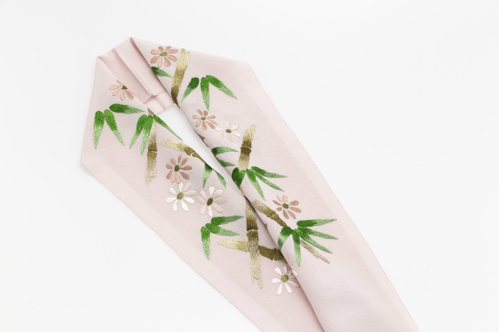 手刺繍 半襟 パールトーン加工済 シルク100% 塩瀬 手刺繍 半衿 灰桜 竹笹小菊