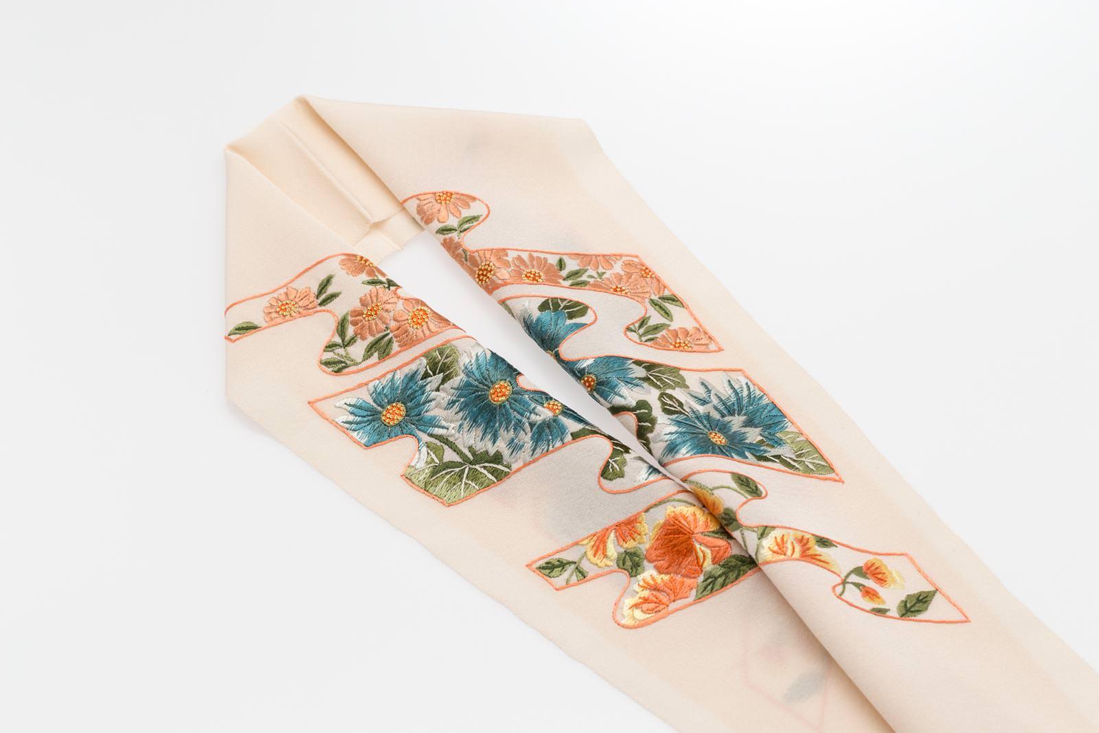 手刺繍 半襟 パールトーン加工済 シルク100% 塩瀬 手刺繍 半衿 薄香色 華