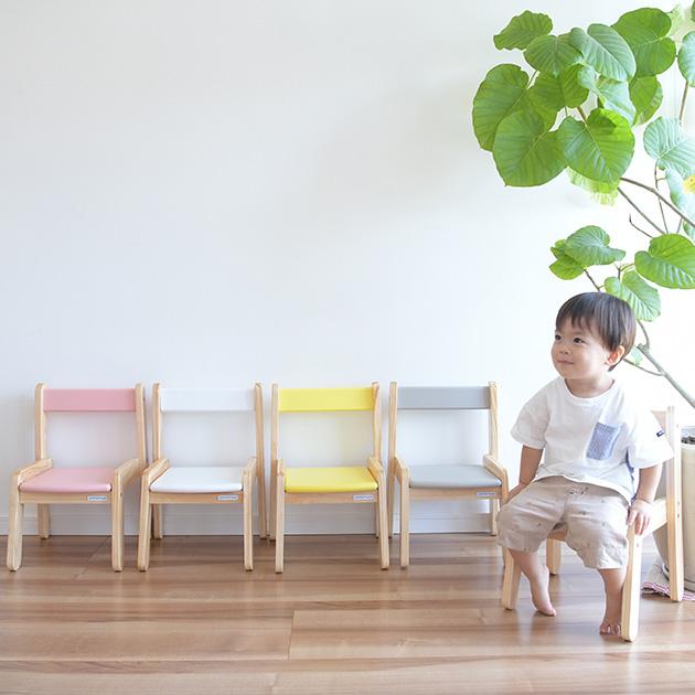 しっかり足がつけてお子様安心 スタッキングが出来るから複数重ねて収納 かわいい木製キッズチェア 新品未使用正規品 キッズチェア 木製 子供 椅子 ローチェア 子供用 子ども椅子 スタッキング 低い チェア 日本製 子供いす キッズ かわいい ロータイプ 子供イス