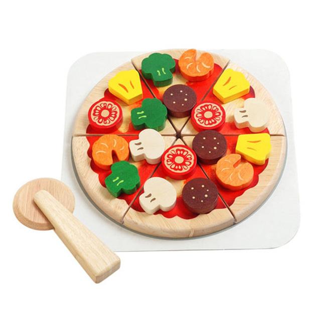 切れるピザ アレンジ自在なトッピングで 楽しくピザ屋さんごっこ遊びができるピザセット ピザカッター ピザ生地×6 連結 トッピングパーツ 6種 ×18付き Voila ボイラ 木製 木のおもちゃ エデュテ ピザ屋さん オープニング 大放出セール ヤミーピザ ラッピング対応 お店やさん スーパーSALE セール期間限定 おうち時間 おままごと ごっこ遊び