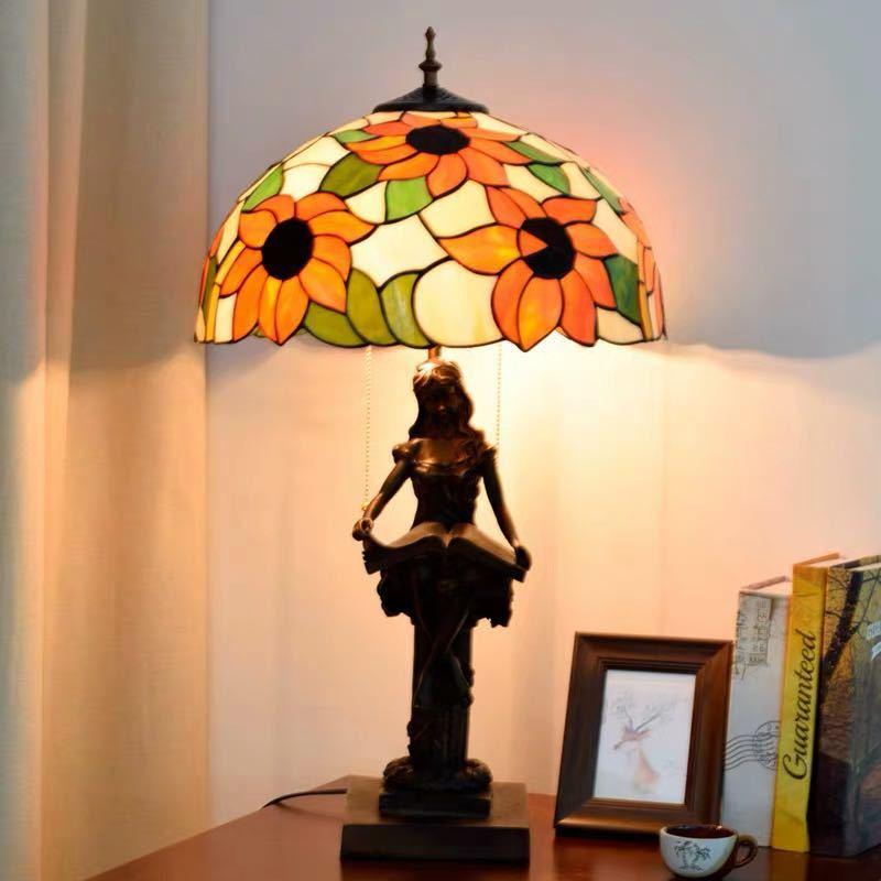 ~生活をカラフルオシャレに~ ステンドグラスランプ 卓上スタンド ガラス工芸スタンド 高い素材 市販 豪華テーブルランプ 卓上照明
