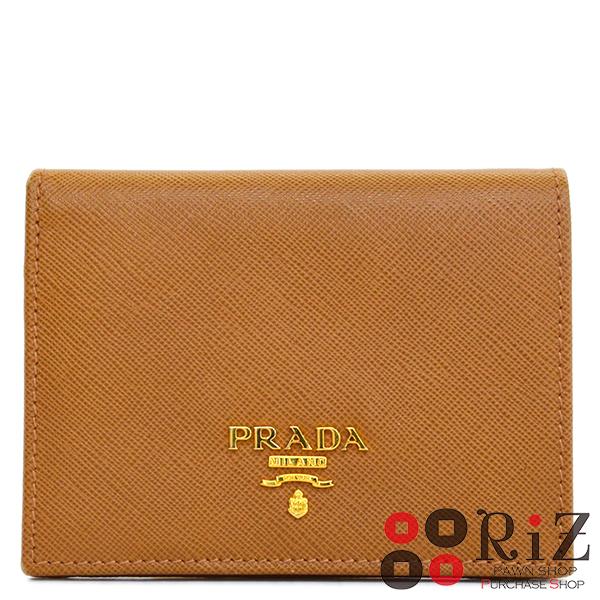 【中古】 PRADA (プラダ) サフィアーノ コンパクト二つ折り財布 財布 二つ折り財布(小銭入有) Brown 1MV204 used:A