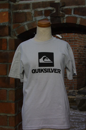 With Quicksilver simple logo short sleeve T shirt