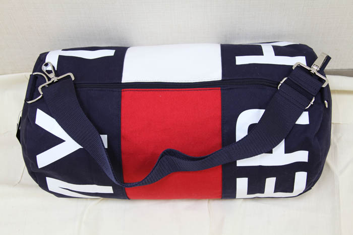 59180ce44 TOMMY HILFIGER トミーヒルフィガー. It is USA direct import. There are three inside  pockets.