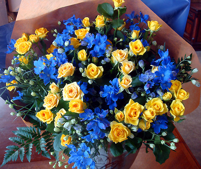 Road rakuten global market my father marine blue amp yellow my father marine blue yellow rose bouquet mightylinksfo