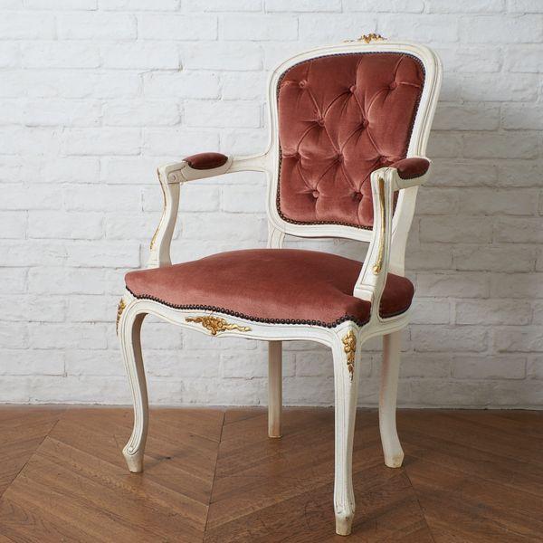 IZ40662C★ヨーロピアン クラシック アーム チェア 木彫刻 鋲 天然木 木製 肘掛け 椅子 猫脚 アンティーク スタイル シャビーシック 西洋