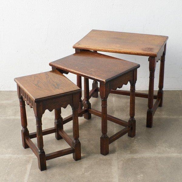 アンティーク ヴィンテージインテリアショップRoccaより厳選されたセレクトアイテムをお届け 安売り 引出物 IZ43760I イギリス Jaycee furniture ネストテーブル ローテーブル スタイル オーク ナイトテーブル 英国 サイドテーブル