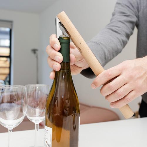コルクスクリュー 舗 ボトルオープナー 今季も再入荷 ホイルカッターが一体になったワインレバー ワインレバー KIKKERLAND