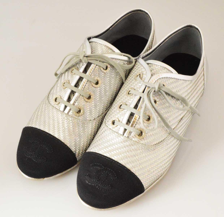 (2307) 【シャネル】 シャネル 17S レースアップシューズ 36 シルバー×ブラック ローファー [靴] 【新同】