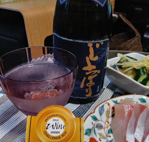 青森県が推奨する酒造好適米 華想い 安心の定価販売 を40%まで磨き上げ 低温発酵のうえ酒蔵でじっくりと寝かせたお酒を瓶詰しました IWC2020ダブル受賞ワイングラスでおいしい日本酒アワード2021最高金賞純米大吟醸じょっぱり華想い 卸直営 香り高い純米大吟醸酒をお楽しみください 720ml
