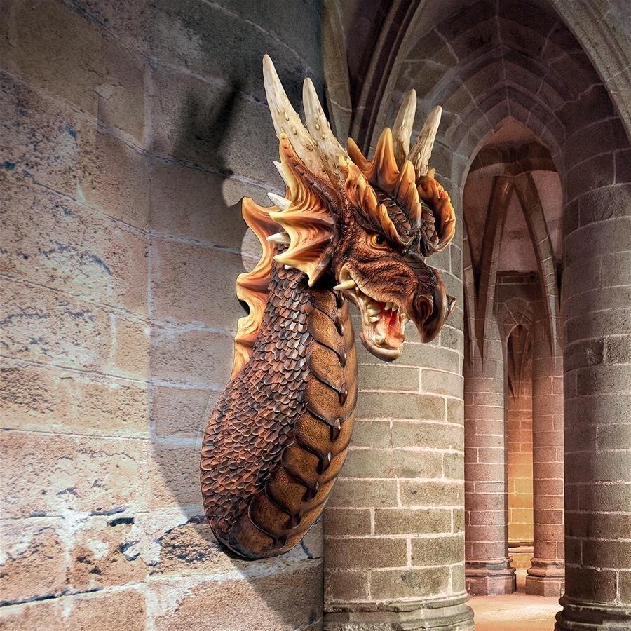 デザイン・トスカノ製 リアム・マンチェスター作 無慈悲なナベスマイレのドラゴン 胸像 壁彫刻 彫像(輸入品)