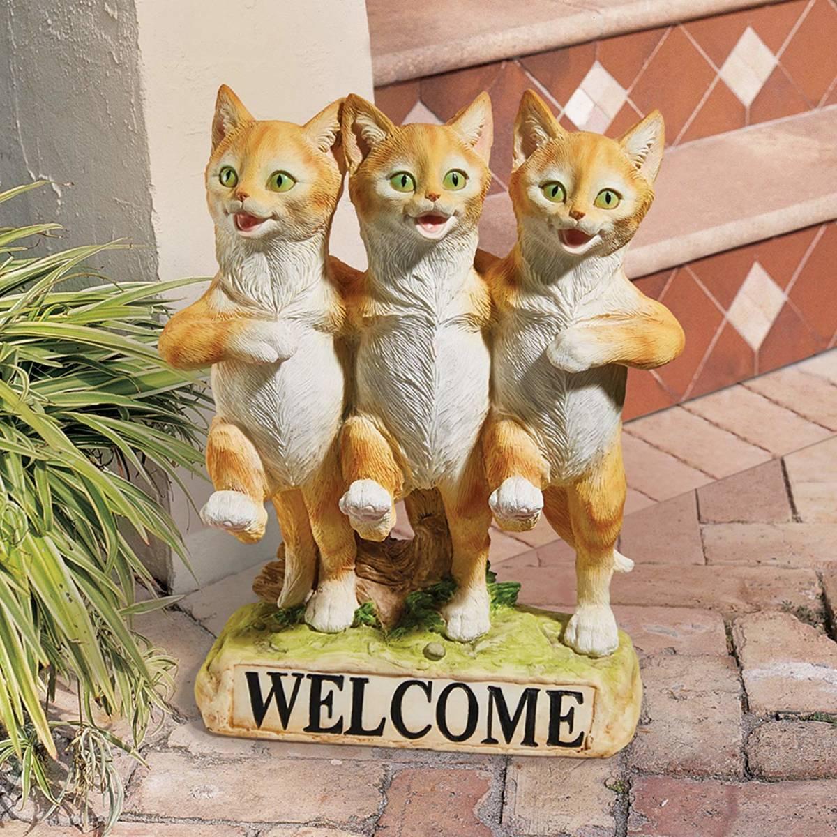 デザイン・トスカノ製 3匹の猫のダンス、コーラスライン ガーデンウェルカム ボード彫刻 彫像(輸入品)