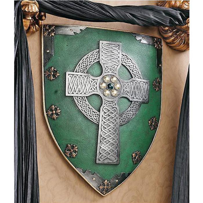 中世騎士の楯 十字架の彫り物 ケルトの戦士 盾 壁彫刻 彫像/ Celtic Warriors(輸入品)