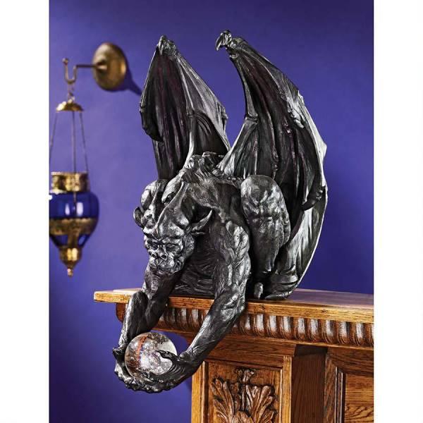 ミスティック・オーブを、持つ番人 ガーゴイル彫像 壁彫刻/ Clutch, Keeper of the Mystic Orb Gargoyle Sitter Statue(輸入品)