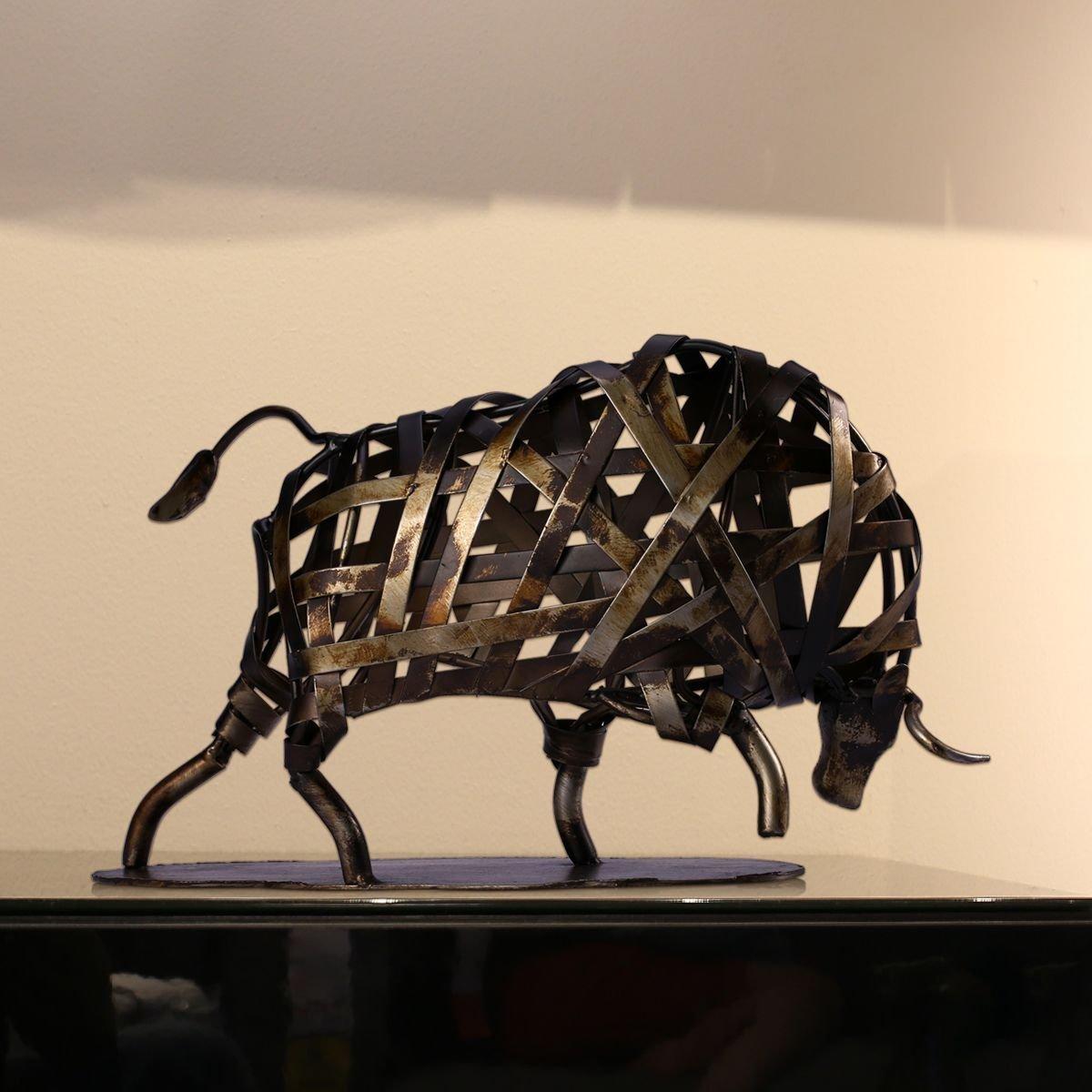 トゥーアーツ製 モダン・メタル編み組み 彫刻 猛牛 ホーム手作り工芸 彫像(輸入品)