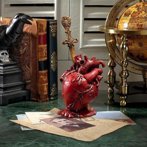 エドガー・アレン・ポー著「告げ口心臓」1843年 彫像 彫刻/ Edgar Allen Poe's Tell-Tale Heart Statue(輸入品)