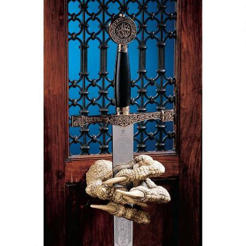 デザイン・トスカノ製 アーサー王のドラゴン(マックガービー)の拳(こぶし) ソードハンガー 彫刻 彫像(輸入品