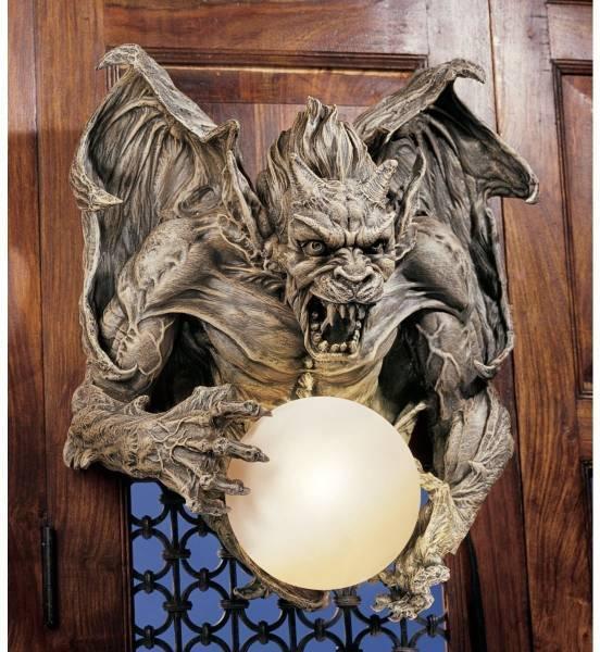 ランプを持った、残忍なガーゴイル ライトウォール彫刻 装飾彫像/Merciless, the Gargoyle Lighted Wall Sculpture(輸入品)