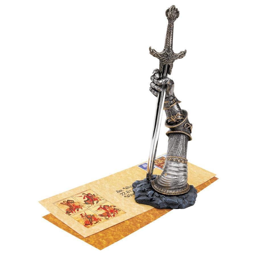 ペーパーナイフ(レターオープナー)の剣(エクスカリバー)を持つ中世騎士の腕 彫像 彫刻(輸入品)