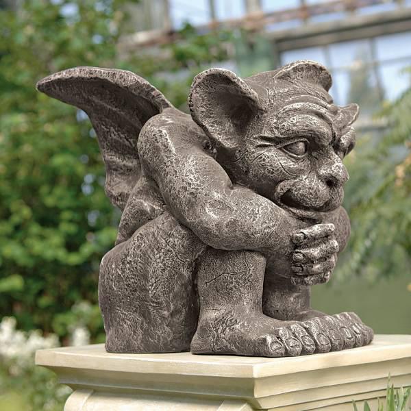 膝をかかえて座り 守護する エメット ガーゴイル彫刻 ストーン風 彫像(小型)/ Emmett the Gargoyle Sculpture: Smal(輸入品)