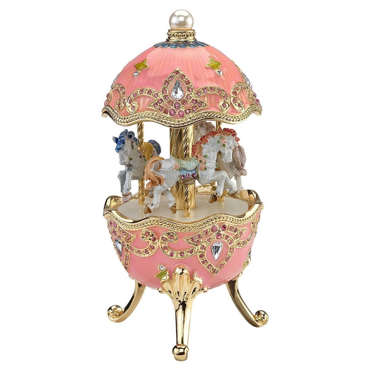 デザイン・トスカノ製 回転木馬オルゴール ファベルジュ・スタイル エナメル・ミュージカルエッグ、ピンク色 彫像 彫刻(輸入品