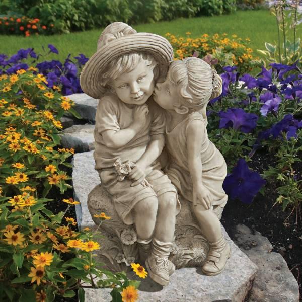 キスするキッズ(ボーイ&ガール)子供のカップル ガーデニング彫刻 ストーン風彫像 置物(輸入品