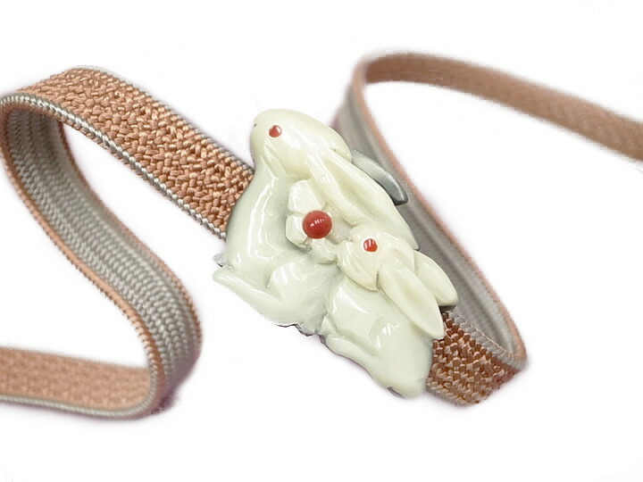 売買 おすすめ特集 お手元に届きましたらすぐにお使いいただけます 帯留め 手彫り うさぎ W874 新品 h923r 象牙色