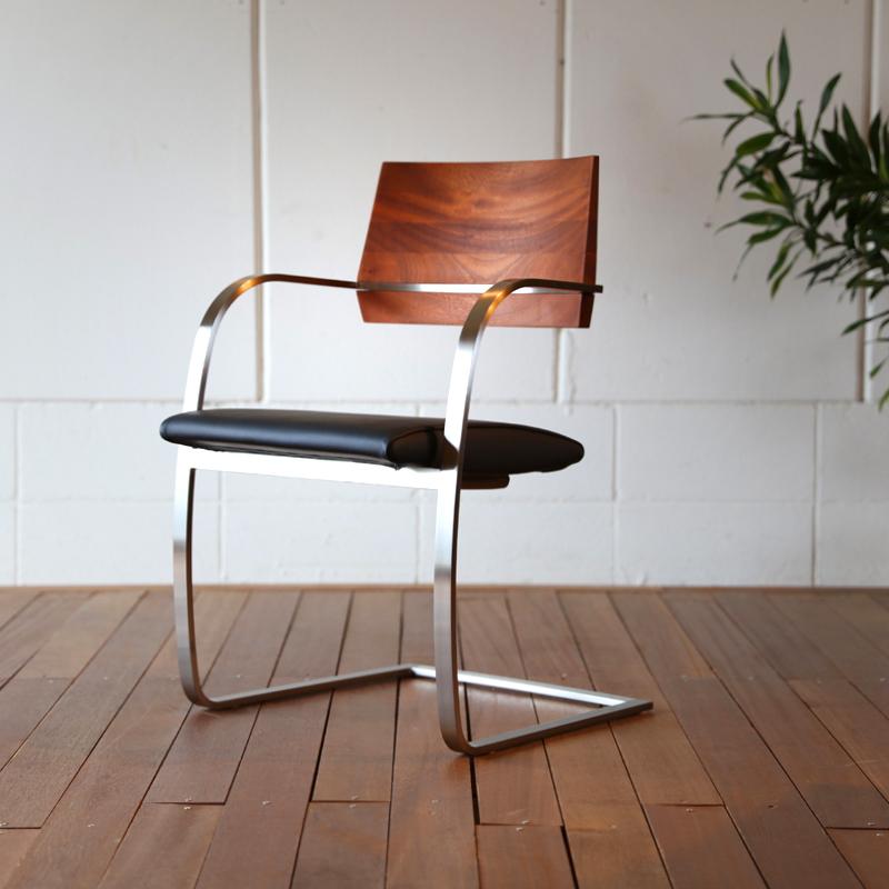 ステンレス フレーム ダイニングチェアー北欧 モダン デザインサペリ無垢材 背面 ステンレス 脚本革 座面 ブラック色おしゃれ ダイニング 椅子 オフィスチェアー
