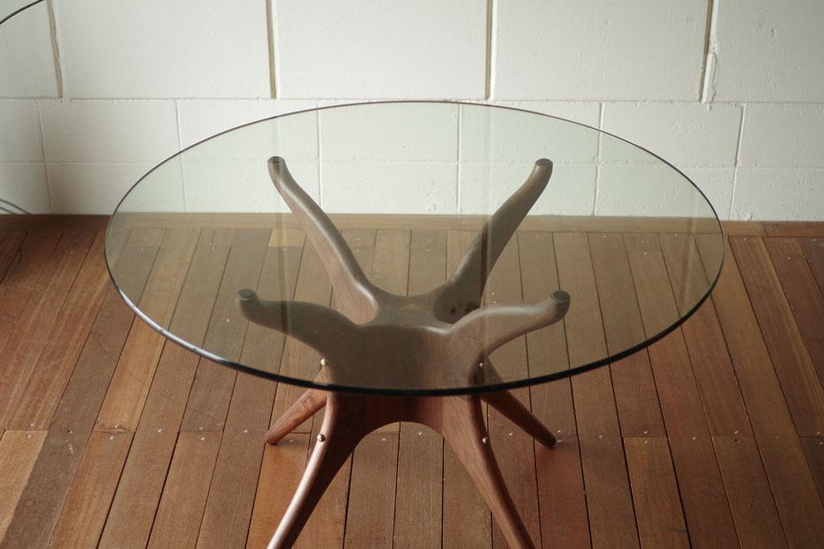 ・作為og有機的圓形玻璃桌子、北歐中間世紀設計·有機老式的現代的樣式·玻璃天板木製腿餐桌餐桌·飯店高級、摩登生活